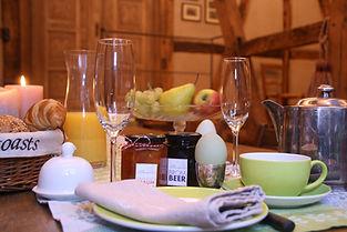 Frühstück in der Kaminscheune