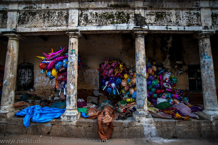 Balloon Sellers at Rest