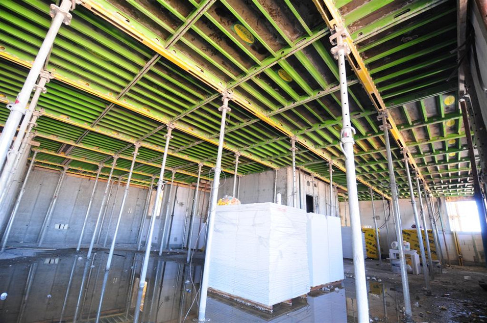 Setting the concrete ceiling - קביעת תקרת הבטון