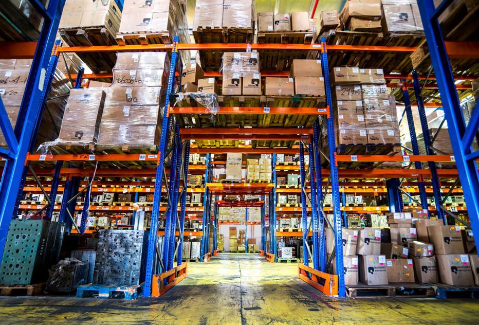 מחסן - Storage Facility