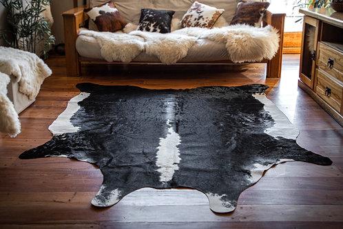"""""""Splashed"""" Short hair cowhide rug. CUE 02D"""