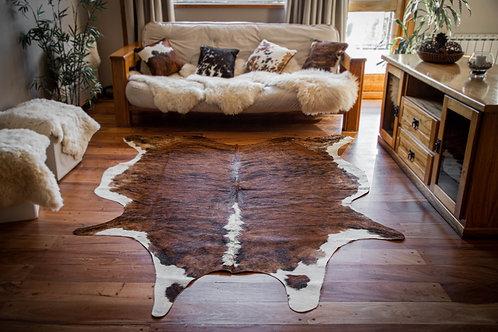 """""""Hereford"""" Short hair cowhide rug. CUE 02F"""
