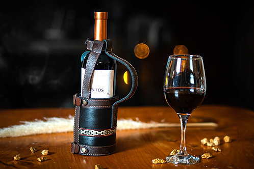 Leather wine holder with buckles. VIN 01
