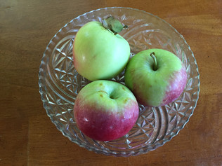 3 Reasons to Love the First Apples and Eating Seasonally