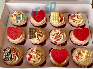 red valentine cupcakes.jpg