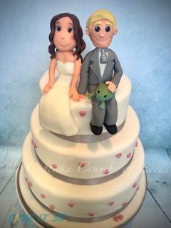 Wedding Cake with Frog Bride & Groom figures