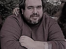 Relájate me dices: dos poemas de Ariel Revollo Fernández