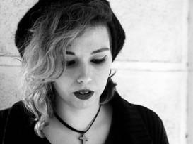 Si el oxígeno no fuera tumba suficiente: cinco poemas de Varona Miranda