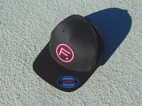6477 Flexfit (S/M) - Black / Hot Pink