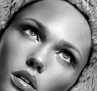 Modell med Fur Hood