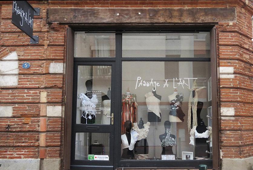 Atelier de Création Cours couture Toulouse, patronage à plat et en moulage, cours de dessin et design de mode, cours de tricot, cours de broderie, cours de modiste fabrication de chapeaux, Formation professionnelle, stages  des métiers de la mode et du tex