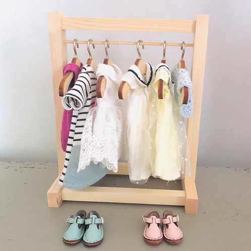 SMALL CLOTHES RACK
