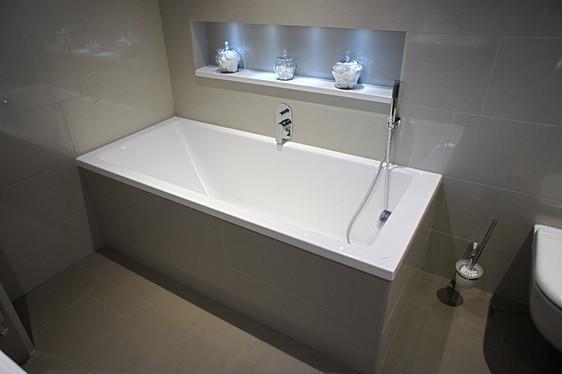 Simple fitted bath, overflow filler, handheld shower, Seabrook PR2