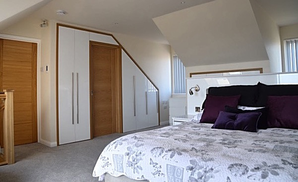 Fitted bedroom white gloss trimmed with oak, Greatstone PR4
