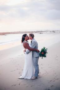 Brides kiss