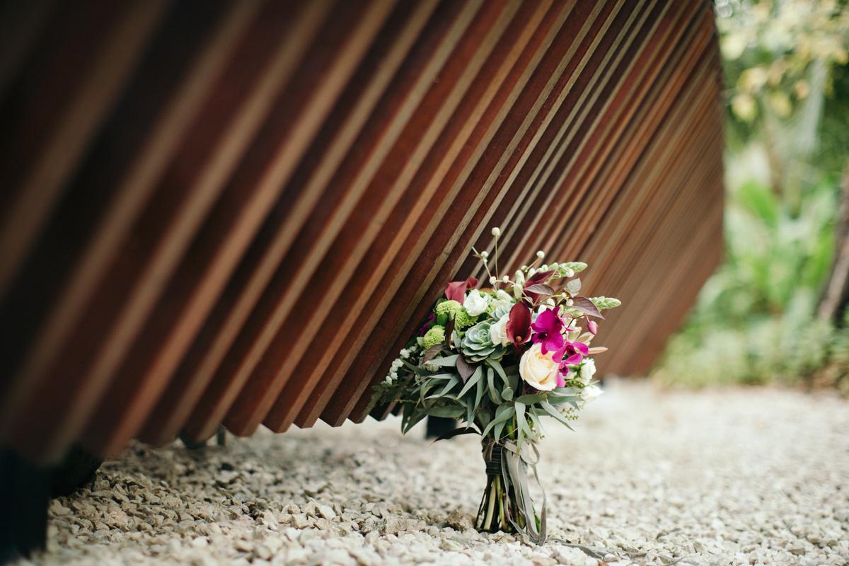 """alt=""""bride bouquet"""""""
