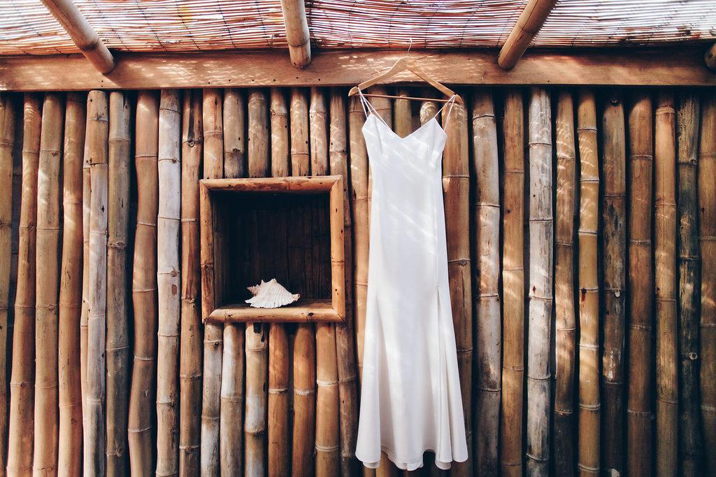 "alt =""The wedding dress"""