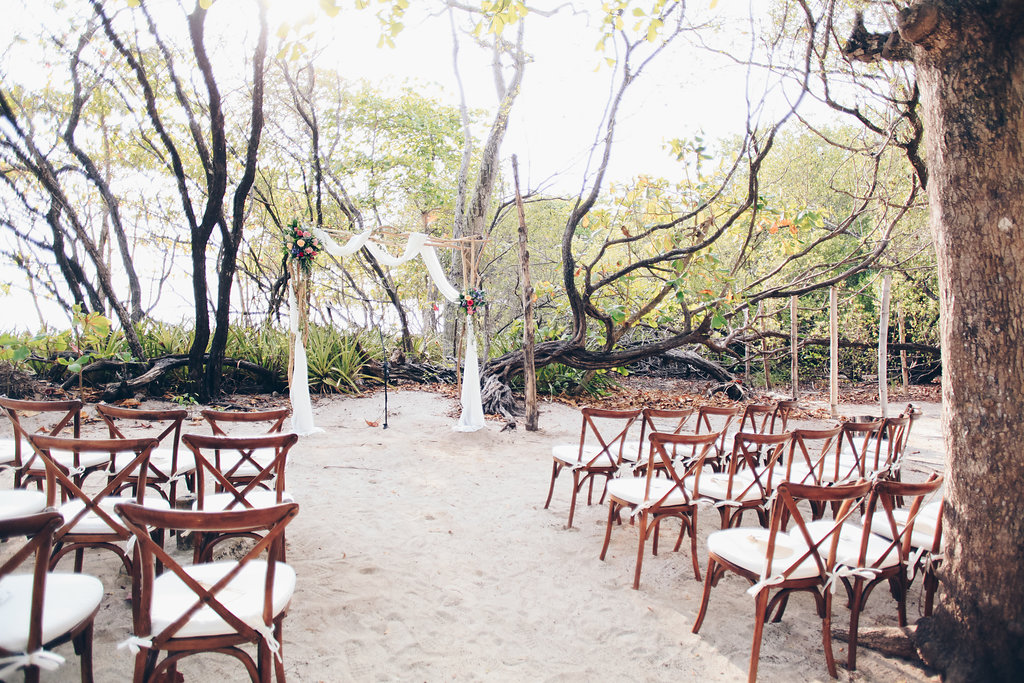 "Alt=""Ceremony wedding decor"""
