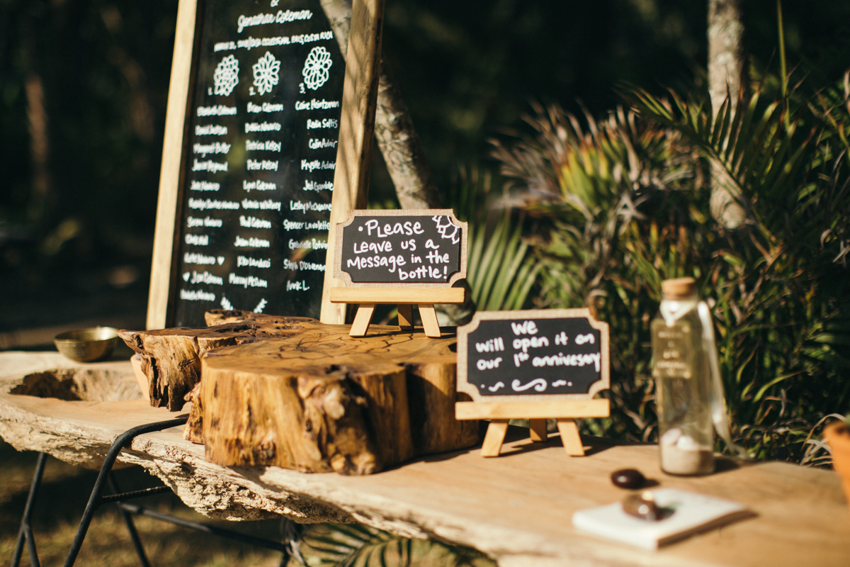 """alt=""""Guestbook table"""""""