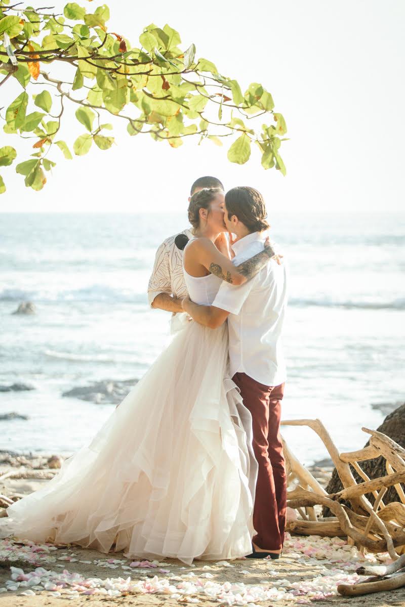 "alt=""Bride and groom kissing"""