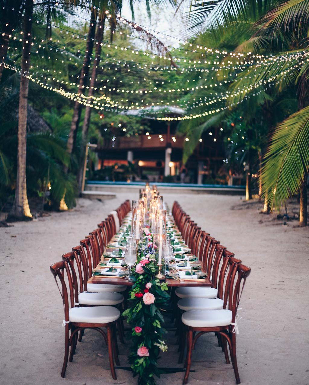 "alt=""Wedding dinner table"""