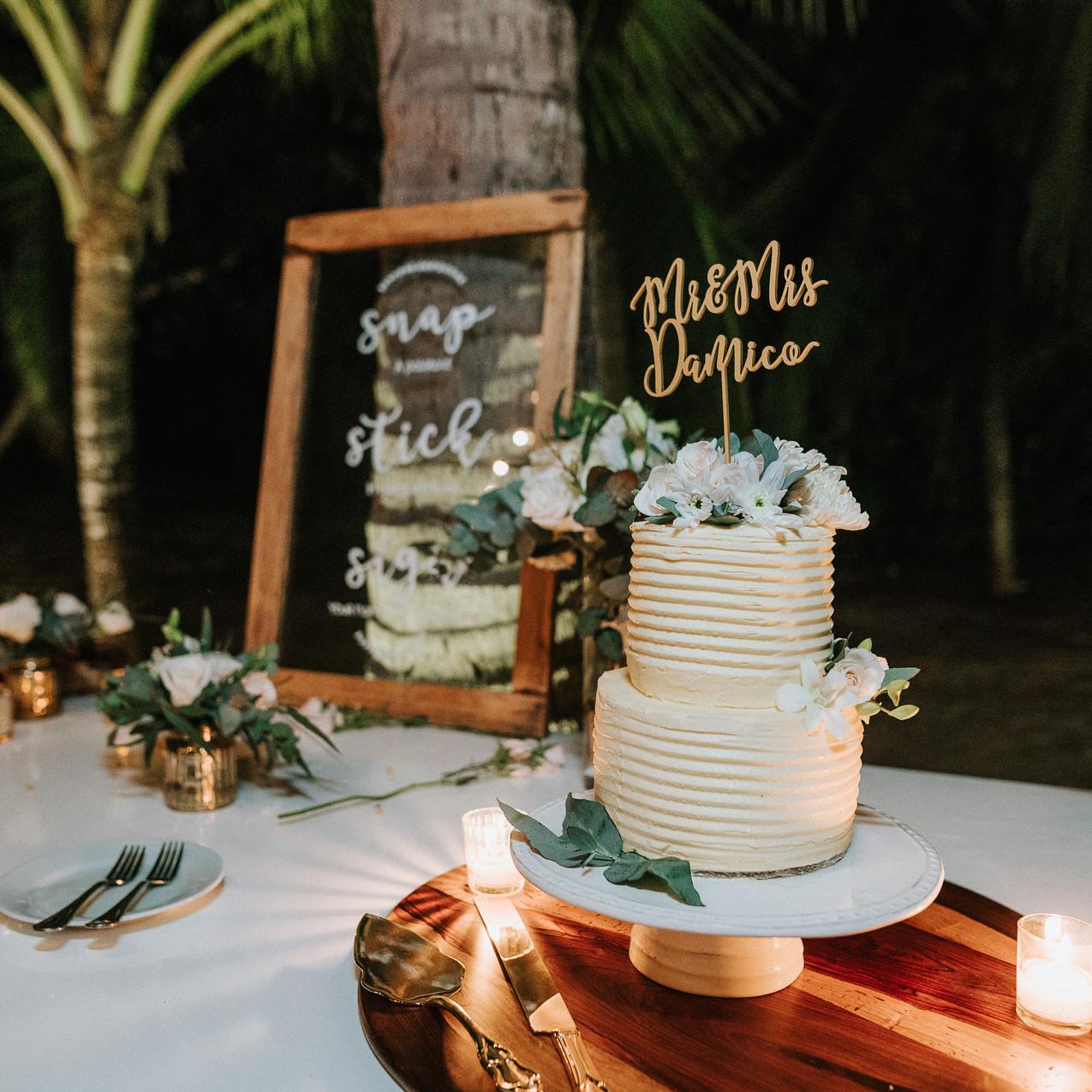 "alt=""wedding cake"""
