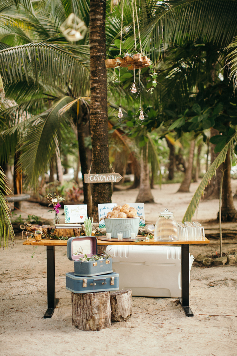 """alt=""""guestbook and welcome table"""""""