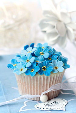 Bespoke Fondant cupcake with blue forget