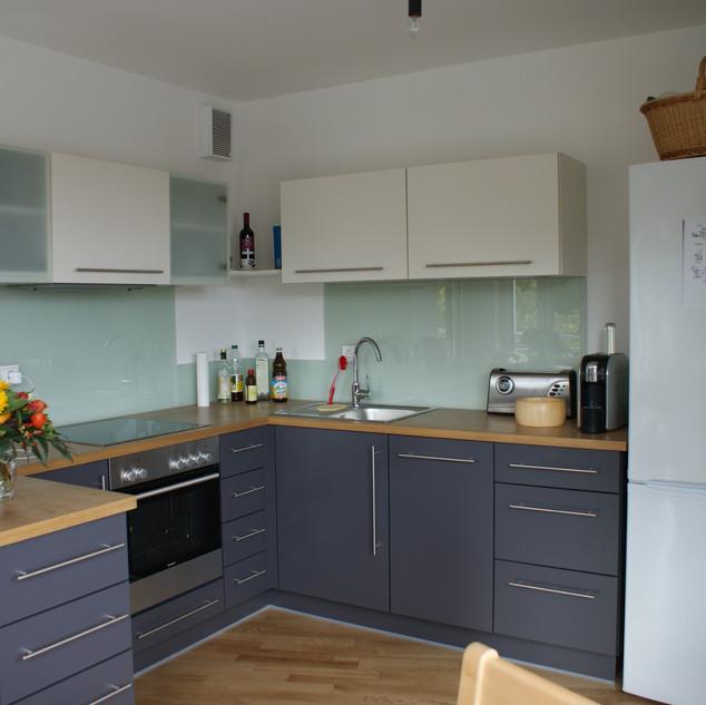 Einbau-Küche aus Decorplatten