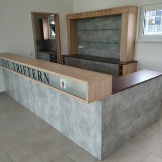 Theke Bar und Ubergang zur Küche