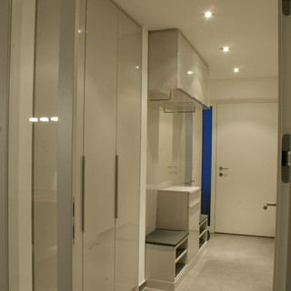 Einbau Garderobe weiß hochglanz