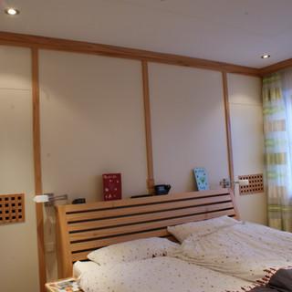 Schlafzimmer mit Trennwand zum begehbaren Kleiderschrank