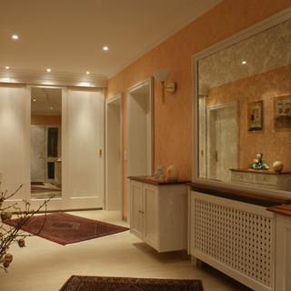 Weiß lackierte Eingangsmöbel mit Patina