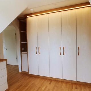 Ankleidezimmer Esche weiß offenporig mit Eiche