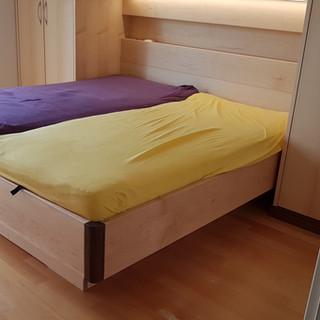 Schlafzimmer Ahorn und Akazie kombiniert mit Nische und Schränke