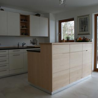 Küche weiß lackiet mit Ahorn Voll-Massivholz