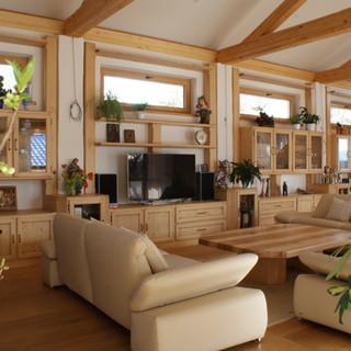 Einbau Wohnzimmer Fichte auf Rahmen und Füllung gearbeitet