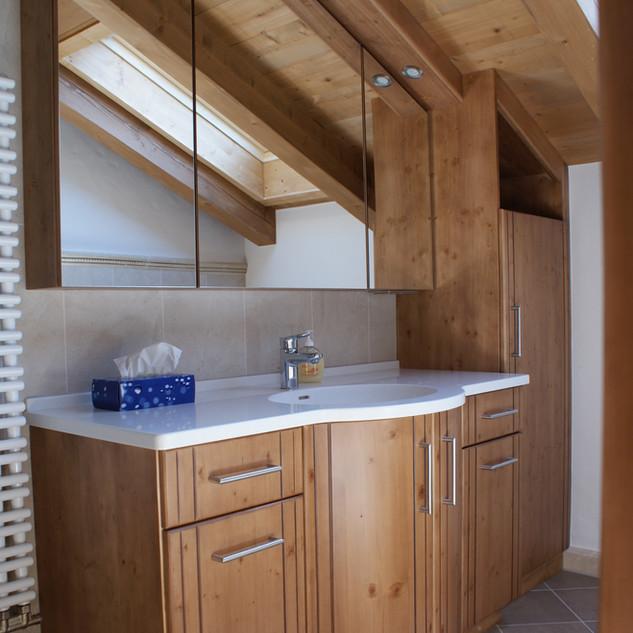 Einbau Bad in eine Dachschräge Fichte gebeizt