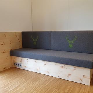 Zirben Couch mit Loden Polsterung und Bestickung