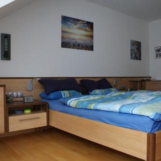 Einbauschlafzimmer aus kanadischen Ahorn und Akazie