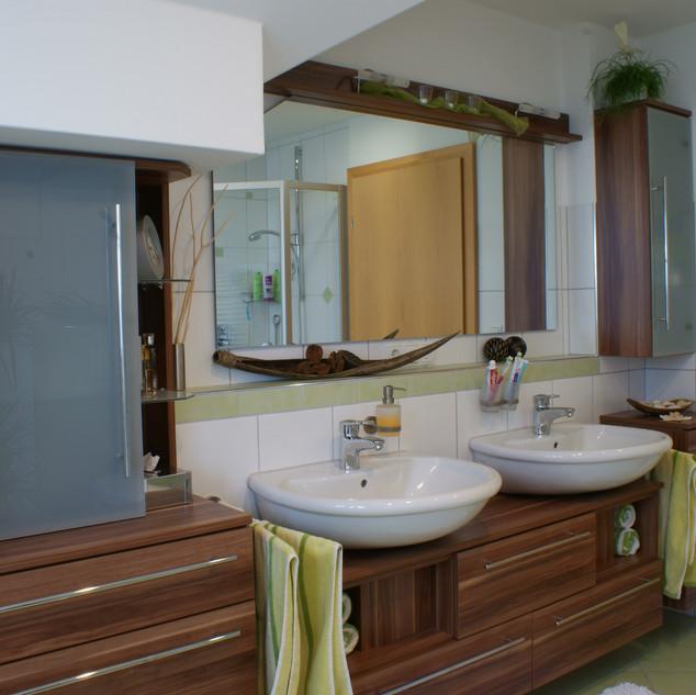 Badezimmer aus Nußbaum