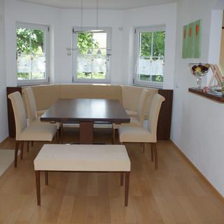 Erker Eckbank modern mit Tisch und Stühle