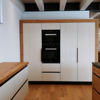 Küchenblock Altholz mit weiß Holzstruktur kombiniert
