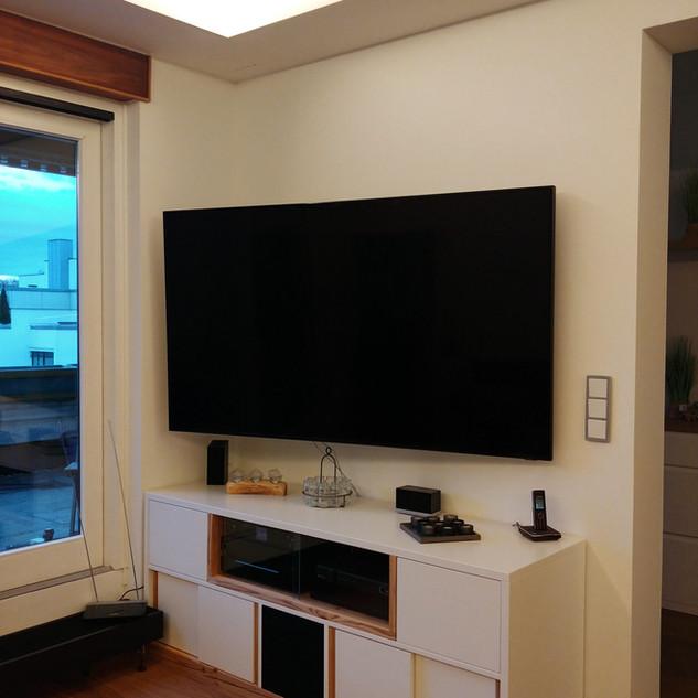 Lowboard für TV und Hifi mit Akustikstoff für Lautsprecher im unteren Bereich