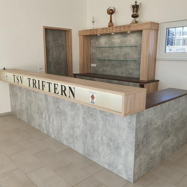 Theke, Bar für den TSV Triftern mit Schiebetüre zur Küche