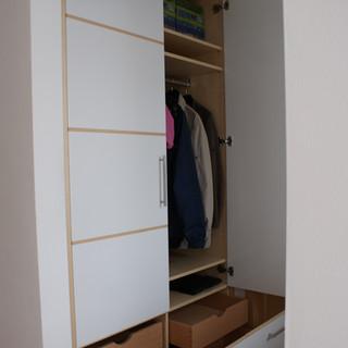 Garderobe mit großen Schubladen