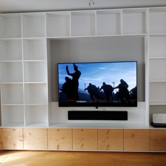TV Board mit Einbauregal Eiche astig (Wildeiche) mit weiß kombiniert