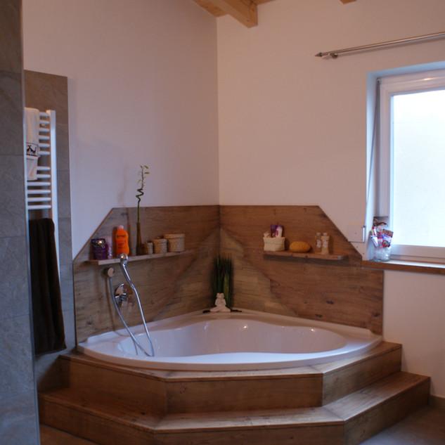 Badewanne ummantelt mit Eiche antik patiniert