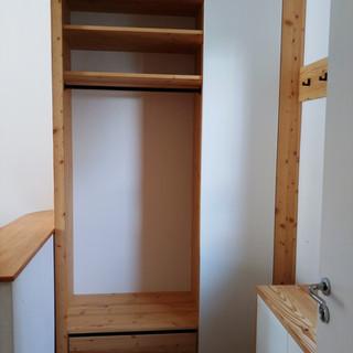 Garderobe Altholz mit weißer Schiebetür