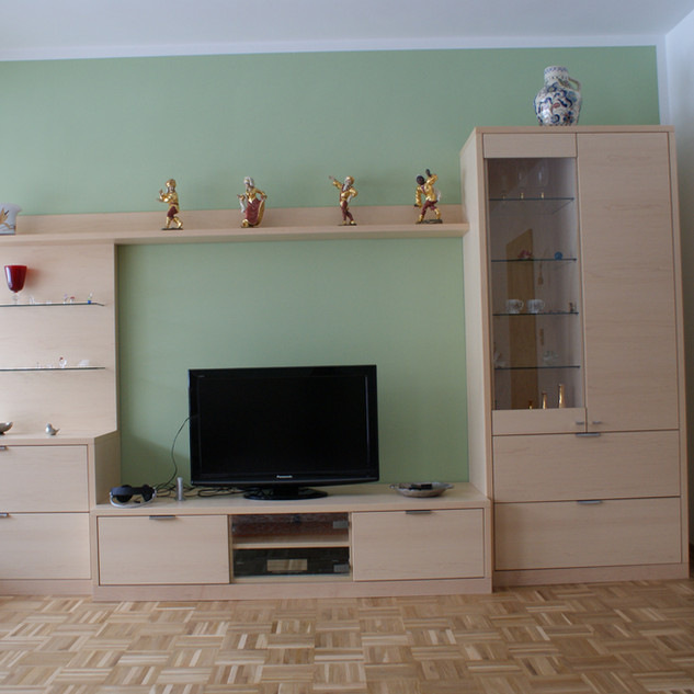 TV Wand aus Ahorn